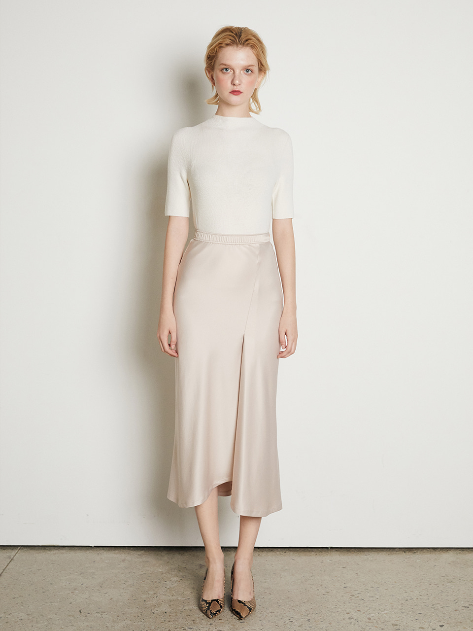 ⓗ UNBALANCED SLIT SATIN SKIRT [IVORY]